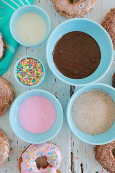 5 Donut Glaze Recipes - Gemma's Bigger Bolder Baking - - Like a cake without icing, no donut is complete without glaze. Make an endless variety of homemade glazed donuts with my customizable donut glaze recipe. Homemade Donut Glaze, Donut Glaze Recipes, Glazed Icing Recipe, Easy Icing Recipe, Easy Donut Recipe, Homemade Donuts, Frosting Recipes, Icing For Donuts Recipe, Homemade Breads