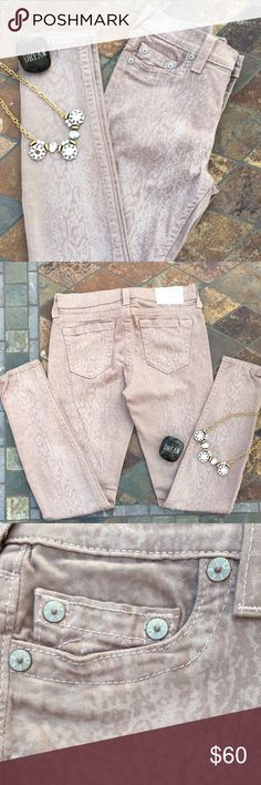 "Halle Super Skinny Jeans Halle super skinny jeans are two tone tan. Inseam is 30.25"" & waist measures 15"". Content is 98% Cotton & 2% Elastane. Worn a couple of times. Like new condition with NO spots or damage. True Religion Jeans Skinny"