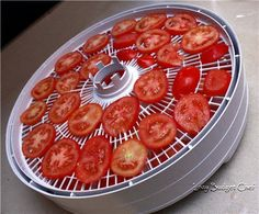 How to Make Sun Dried Tomatoes Lazy Budget Chef: Wie man sonnengetrocknete Tomaten macht Make Sun Dried Tomatoes, Preserving Tomatoes, Grow Tomatoes, Real Food Recipes, Healthy Recipes, Jerky Recipes, Healthy Cooking, Cooking Tips, Healthy Food