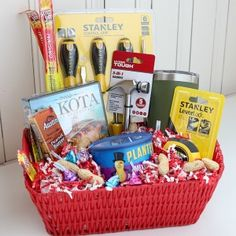 Add a personal touch to your Christmas gifts this year with these unique DIY Christmas Gift Baskets. There are ideas for everyone on your Christmas list Diy Christmas Baskets, Christmas Gifts For Him, Homemade Christmas Gifts, Homemade Gifts, Holiday Gifts, Christmas Diy, Christmas Things, Christmas 2017, Diy Birthday Gifts For Him