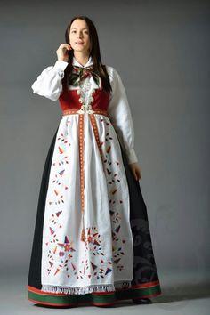 Fantasy Inspiration, Character Design Inspiration, Folk Costume, Costumes, Norwegian Clothing, Hardanger Embroidery, Traditional Dresses, Norway, Damask