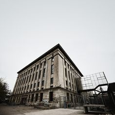 Berghain: The World Capital of Techno - Parce que c'est Badass.