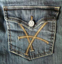 KUT From The Kloth Women's Capri Jeans Size 6 Mid Rise Flap Pocket Medium Wash #KUTfromtheKloth #CapriCropped $22.00 www.iiwiiMerchandise.com