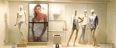 escaparate en tonos neutros #Escaparates #moda #mujer #windowDresser #trescaparatismo