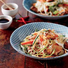 Salade de nouilles au porc à la thaïe Asian Recipes, Healthy Recipes, Ethnic Recipes, Healthy Food, Quick Meals, Japchae, Salads, Spaghetti, Dinner Recipes