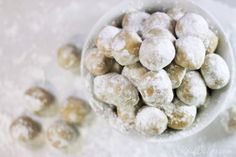 Peanut Butter Snowballs 02 Candy Recipes, Sweet Recipes, Holiday Recipes, Snack Recipes, Dessert Recipes, Christmas Recipes, Snacks, Peanut Butter Balls, Peanut Butter Recipes