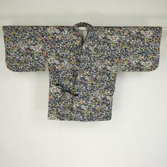 White douchugi coat / 白地に切り絵タッチの松竹梅を施した道中着   #Kimono #Japan http://global.rakuten.com/en/store/aiyama/