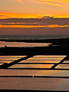 Salinas del Janubio  Lanzarote Tenerife, Costa Teguise, Places Around The World, Around The Worlds, Spanish Holidays, Canary Islands, Spain Travel, Beautiful Beaches, Places To See