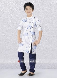 Attractive White Color Kurta In Linen Fabric. Boys Party Wear, Kids Party Wear Dresses, Kids Wear Boys, Kids Dress Wear, Summer Dresses, Simple Kurta Designs, Mens Kurta Designs, Kids Kurta, Boys Kurta Design