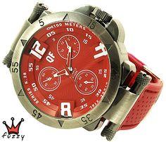 Ανδρικό ρολόι  σε ασημί και κόκκινο χρώμα με ανάγλυφα σχέδια στο εσωτερικό του. Λουράκι σε κόκκινο χρώμα από σιλικόνη με κόκκινες ραφές . Καντράν  45 mm.