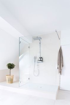 Free standing shower