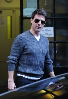 Tom Cruise: London Office Business: Photo Tom Cruise smiles for some fans as he leaves an office building after taking care of some business on Wednesday (September in London, England. Tom Cruise Short, Tom Cruise Smile, Katie Holmes Tom Cruise, Chris Moyles, Ton Cruise, Tom Payne, Cher Lloyd, Mission Impossible, Actor