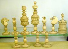 Im Raume Mitteleuropa haben sich seit Jahrhunderten landeseigene, bzw. regional Stilformen für Schachfiguren herausgebildet, zum Teil auch für Schachbretter! Diese traditionellen Figuren sind...