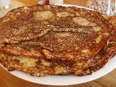 INGEN gör så goda pannkakor som min mamma. Det här är hennes recept. 2 1/2 dl vetemjöl 1 tsk salt 1 msk socker 6 dl mjölk 3 ägg Blanda mjöl, salt, socker och hälften av mjölken. Vispa smeten tills …
