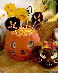 Halloween Lollipops Look easy and awesome - wonder how far in advance they could be made.