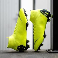 Best Soccer Cleats, Soccer Goalie, Nike Cleats, Nike Soccer, Football Cleats, Nike Football Boots, Soccer Boots, Football Equipment, Soccer Photography