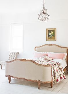 Antoinette Bed, Graham and Green