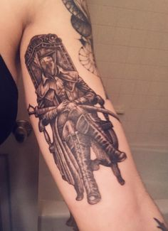 After dreaming about this tattoo for 2 years I finally broke down and got my Lady Maria tattoo from Bloodborne! Done by Christen Kleinfelter at Tattoo Machine Gun (New Albany, Indiana) Soul Tattoo, R Tattoo, Body Art Tattoos, New Albany Indiana, Maria Tattoo, Software Art, Bloodborne Art, Dark Souls Art, Gaming Tattoo