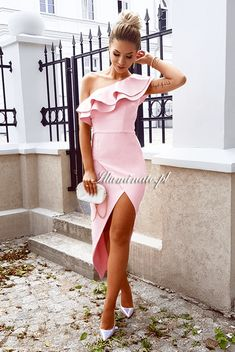 Agnes pudrowy róż Illuminate Cute Girl Poses, Cute Girls, Classy Outfits, Dress To Impress, One Shoulder, Prom, Clothes For Women, Bikinis, Weddings