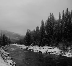 Took a photo of the clearwater river in Idaho tried it in B&W (OC)[6655x6145]
