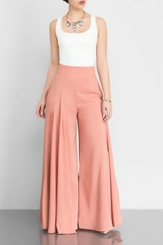 14 Palazzo Pants Outfit For Work - The Finest Feed - Pantaloni da donna Classy Dress, Classy Outfits, Casual Outfits, Cute Outfits, Fashion Pants, Hijab Fashion, Fashion Dresses, Modest Fashion, Stylish Dress Designs