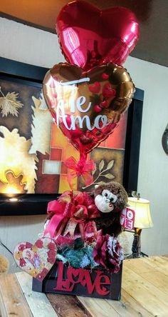Balloon Box, Balloon Gift, Balloon Bouquet, Valentines Day Baskets, Valentines Gifts For Boyfriend, Valentines Day Party, Valentine Decorations, Balloon Decorations, Birthday Party Decorations