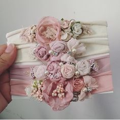 Hair accessories handmade diy headband 56 ideas Haarschmuck handgemachte diy Stirnband 56 Ideen This image has get Diy Baby Headbands, Boho Headband, Handmade Headbands, Diy Hair Bows, Headband Hair, Handmade Gifts, Baby Hair Accessories, Diy Accessories, Fabric Flower Tutorial
