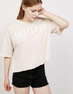 Camiseta Oversize 'Limitless'. Descubre ésta y muchas otras prendas en Bershka con nuevos productos cada semana