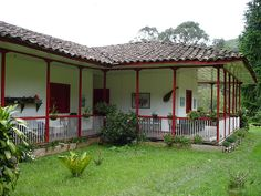 Traditional home in the coffee growing area, Colombia, Eje Cafetero. Places Around The World, Around The Worlds, Kerala House Design, Kerala Houses, Traditional House, Beautiful Landscapes, Home Projects, My House, Pergola