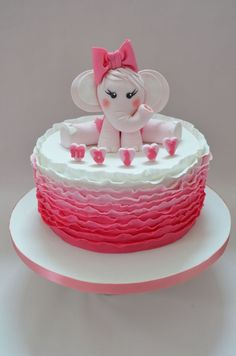 My first attempt at a ruffle cake:) I love love loved making this so much, especially the elephant ( inspired by viva la cake) I named her nelly and I miss her already haha! Xxxxx