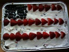 Super easy and delicious No-Bake Patriotic Cake!! #sizezerokitchen