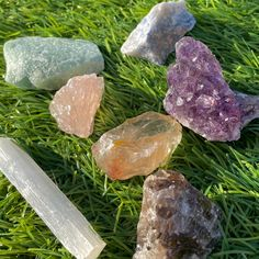 Crystal Room, Crystal Magic, Crystal Healing, Crystals And Gemstones, Stones And Crystals, Crystal Aesthetic, Witch Aesthetic, Witchcraft, Wiccan