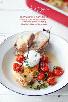 Kurczak w Jogurcie   { Chicken-Breast marinated in Yogurt, Red Pepper baked with Mozzarella with Cherry-Tomatoes }