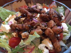 Salat mit gebratenen+Hühnerstreifen #waskochen #snacks #salate Snacks, Kung Pao Chicken, Ethnic Recipes, Food, Browning, Carrots, Easy Meals, Cooking, Food Food