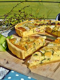 SAJTOS - CUKKINIS QUICHE Ketogenic Recipes, Diet Recipes, Vegan Recipes, Keto Results, Quiche Lorraine, Salty Snacks, Keto Dinner, Food Network Recipes, Clean Eating