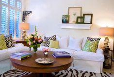 Creating more usable space with a round coffee table - living room