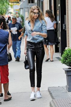63 Perfect Gigi Hadid Street Style Outfits I'm Totally In Love With…. // You might also like 52 Great Kendall Jenner Street Style Outfits Street Style Outfits, Look Street Style, Fall Outfits, Casual Outfits, Street Styles, Casual Wear, Milan Fashion, Look Fashion, Fashion Models