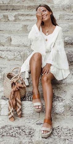 White summer dresses we love! White summer dresses we love! Mode Outfits, Trendy Outfits, Fashion Outfits, Womens Fashion, Classy Outfits, Ibiza Outfits, Fashionable Outfits, Hippie Outfits, Trendy Dresses