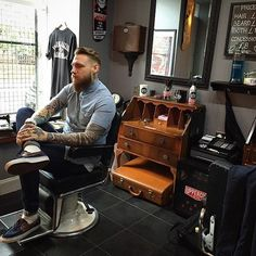 I like the idea of sticker branding my equiptment. ie water spray, bowls. Modern Barber Shop, Barber Shop Interior, Barber Shop Decor, Shop Interior Design, Old School Barber Shop, Barbershop Design, Barbershop Ideas, Barber Haircuts, Cute Posts