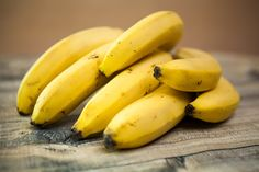 Can a Diabetic Eat Bananas – Banana Is Good Or Bad For Diabetes! Banana Recipes, Smoothie Recipes, Skin Whitening Foods, Clear Skin Diet, Dietas Detox, Eating Bananas, Good Foods To Eat, Healthy Fruits, Pregnancy Health