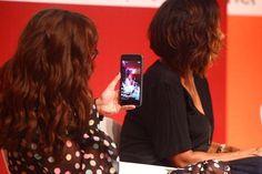"""""""Quanto mais você questiona mais poderosa fica"""". É assim que @gloriamariareal fala sobre seu papel como jornalista. Acompanhe a transmissão do bate-papo que encerra o """"Elas por Elas"""" no nosso Stories e também no da atriz @mariaaribeiro que sacou o smartphone para mostrar aos seus seguidores o conteúdo da conversa com Gloria e @taisdeverdade diretamente do palco armado no @villagemall. (Foto @cesarfrancafoto) #elasporelas  via VOGUE BRASIL MAGAZINE OFFICIAL INSTAGRAM - Fashion Campaigns…"""