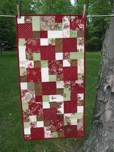 Charming Quilted Table Runner - love the color combo and easy quilting