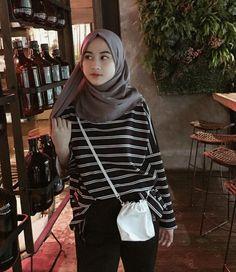 Modern Hijab Fashion, Street Hijab Fashion, Hijab Fashion Inspiration, Ulzzang Fashion, Muslim Fashion, Casual Hijab Outfit, Hijab Chic, Casual Outfits, Fashion Outfits