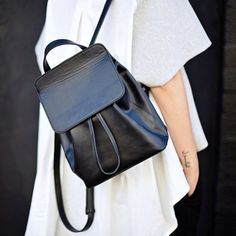 MINIMAL + CLASSIC Everyday black backpack