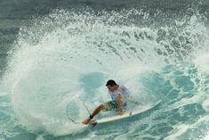 """""""Lanza tu corazón y pillaras la ola. Solo basta sentir su energía y dejarse llevar por ella"""" :http://www.surferrule.com/surf-y-olas-494/"""