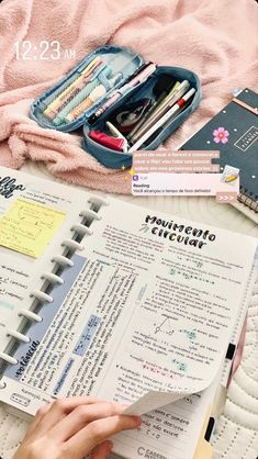 School Organization Notes, Study Organization, School Notes, Bullet Journal Writing, Bullet Journal School, Bullet Journal Ideas Pages, Life Hacks For School, School Study Tips, Buch Design