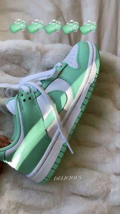 Dr Shoes, Swag Shoes, Hype Shoes, Me Too Shoes, Green Nike Shoes, Green Sneakers, Nike Green, Jordan Shoes Girls, Girls Shoes