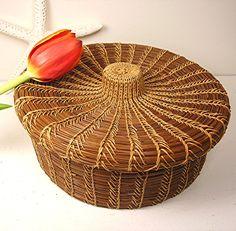 Vintage Basket Pine Needle Folk Art Round Fitted Lid Vintage Storage Rustic Home Decor Pine Needle Crafts, Pine Needle Baskets, Woven Baskets, Bountiful Baskets, Vintage Baskets, Vintage Storage, Pine Needles, Weaving Art, Gourds