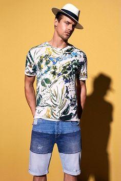 Descobre as últimas novidades em roupa de homem Desigual. Preparámos-te os melhores looks para que tenhas apenas de os comprar. Fácil!