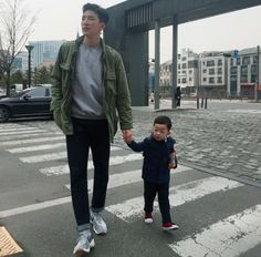 Father And Baby, Dad Baby, Baby Kids, Ulzzang Kids, Ulzzang Couple, Korean Babies, Asian Babies, Cute Family, Family Goals
